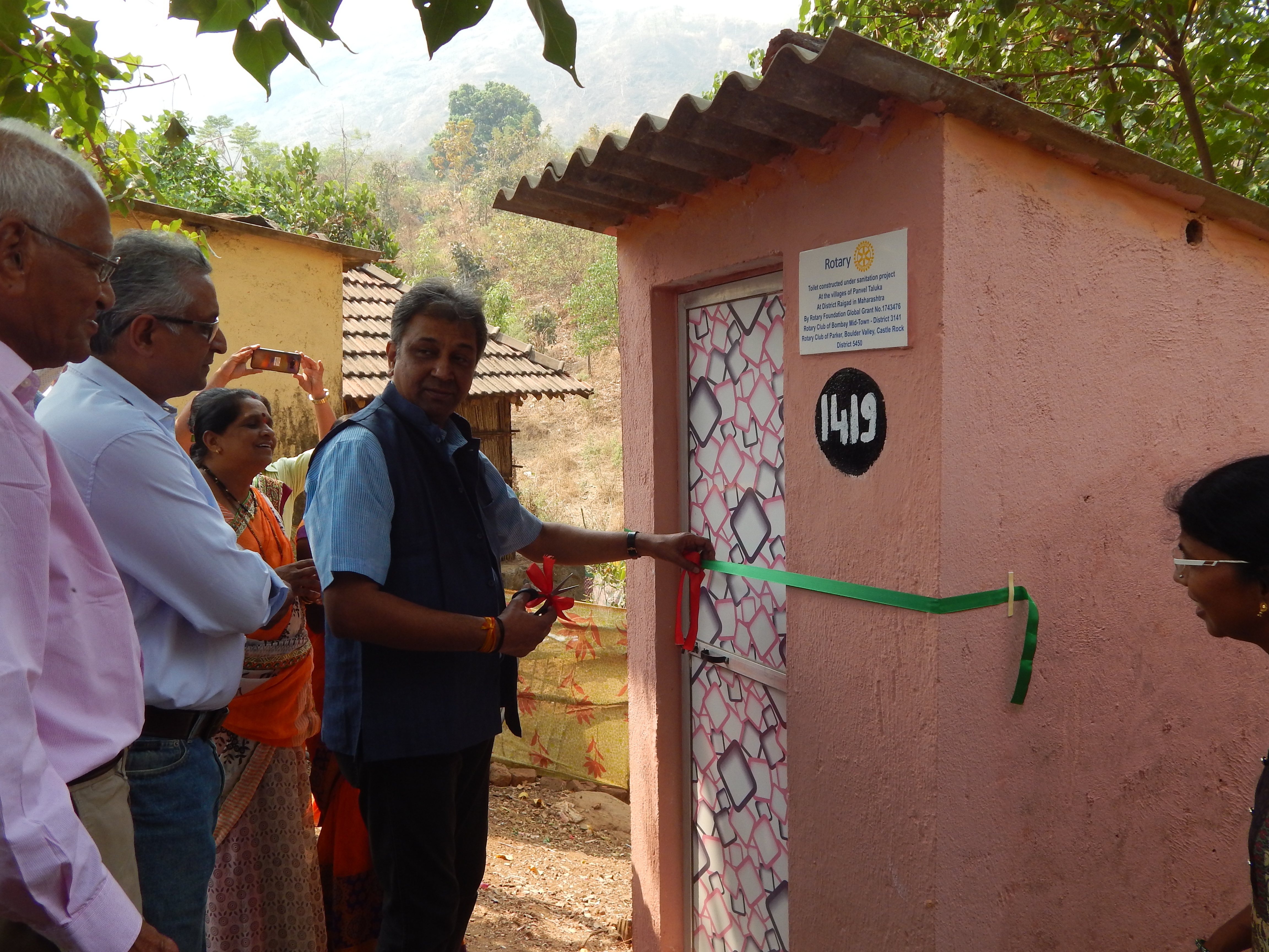 DG Prafull Sharma inaugurated the Rotary Club of Bombay Mid-Town's project